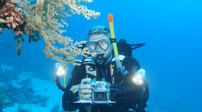 10. Why do you need two lights for underwater videography?